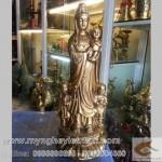 Tượng Phật Bà đứng thiền, Phật Bà đứng đài sen
