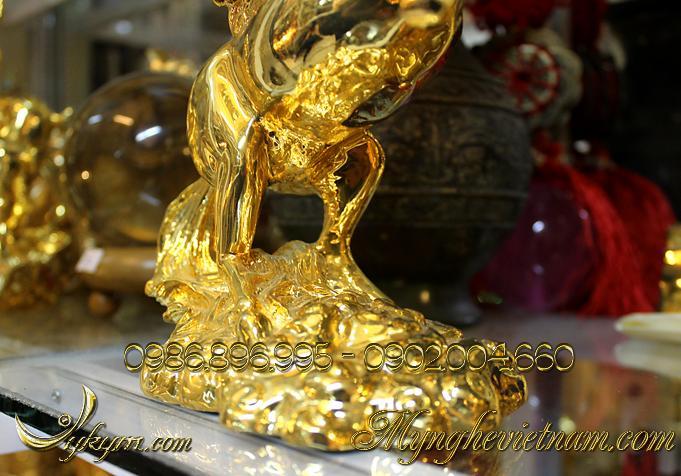 tượng ngựa đồng có cánh mạ vàng, tượng ngựa bay bằng đồng 2