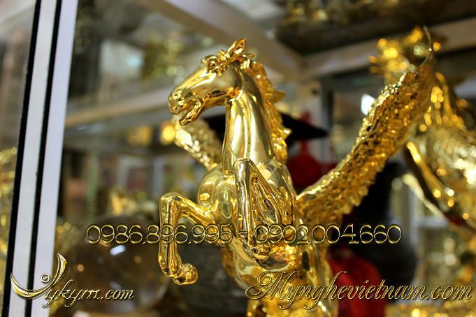 tượng ngựa đồng có cánh mạ vàng, tượng ngựa bay bằng đồng 3