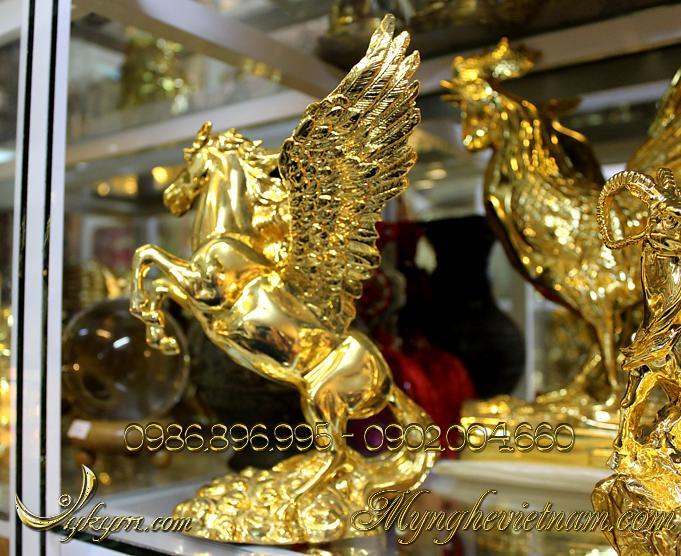 tượng ngựa đồng có cánh mạ vàng, tượng ngựa bay bằng đồng 4