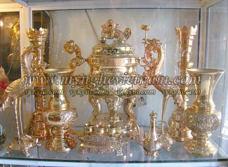 đỉnh thờ cúng hoa sòi đồng vàng