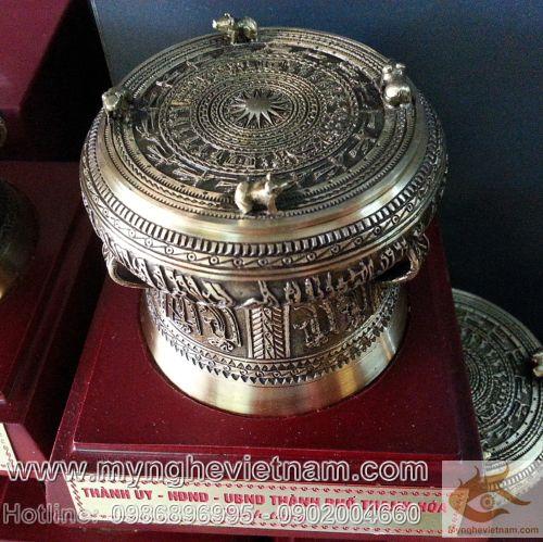 Cung cấp quà tặng trống đồng, trống đồng đúc theo mẫu cổ, quà tặng văn hóa Việt Nam, quà tặng người nước ngoài, nơi bán quà tặng trống đồng, quà tặng ý nghĩa