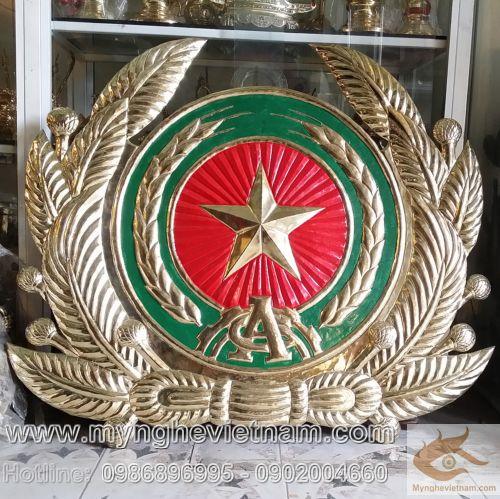 Với kinh nghiệm lâu năm, Mỹ Nghệ Việt Nam chuyên chế tác huy hiệu, phù hiệu, huân huy chương, quốc huy, huy hiệu CAND, QĐND, LOGO, kỉ niệm chương cho tất các ban ngành, UBND các tỉnh, Công an các tỉnh, huyện, thị trấn, thị tứ