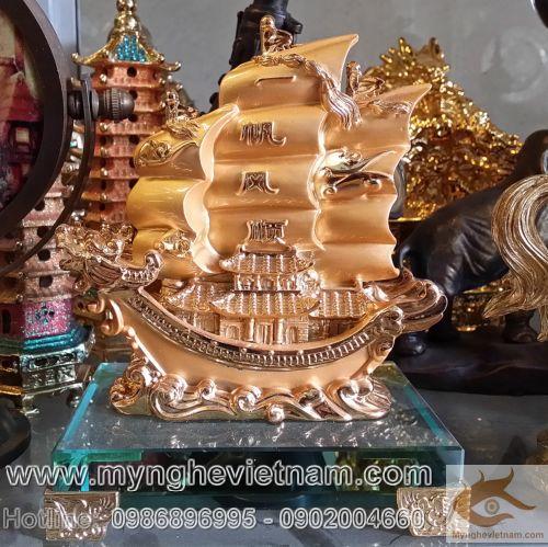 thuyền buồm phong thủy mạ vàng0