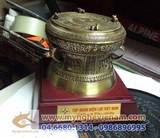 Trống đồng quà tặng ĐK 8cm, Quà tặng mỹ nghệ Việt Nam cao cấp