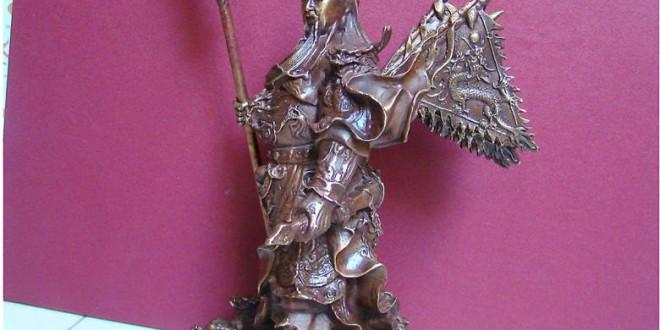 tượng quan vân trường cưỡi rồng lưng cắm cờ