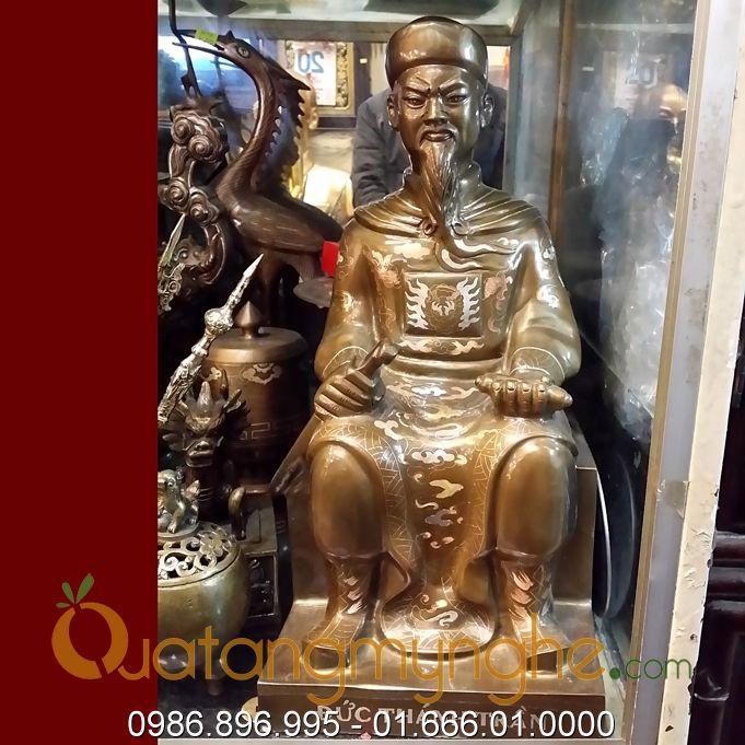 tượng đức thánh trần hưng đạo ngồi ghế