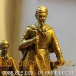 Tượng Đức Thánh Trần đồng vàng cao 32cm