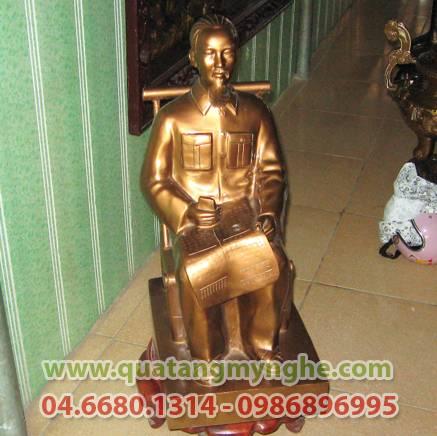 Tượng Bác Hồ ngồi ghế mây 43cm, tượng bác đọc báo bằng đồng