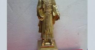 Tượng đồng Vua Lý Thái Tổ, Lý Công Uẩn, Tay cầm Chiếu dời đô