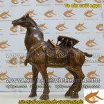 Ve sầu cưỡi ngựa mang lại công danh và tài lộc