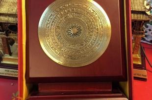 biểu trưng mặt trống đồng đúc làm quà tặng sự kiện có hộp đựng