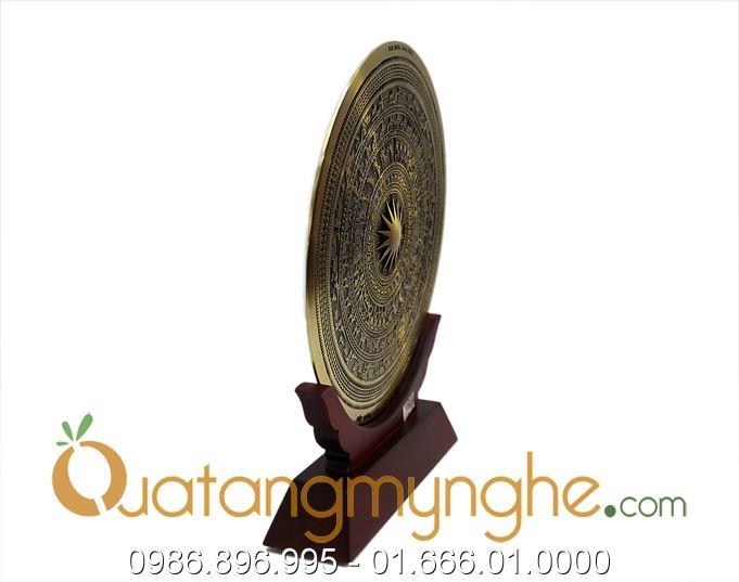 biểu trưng mặt trống đồng giá gỗ 4