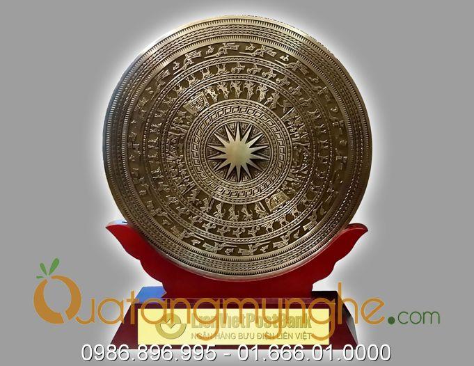 biểu trưng mặt trống đồng giá gỗ 30