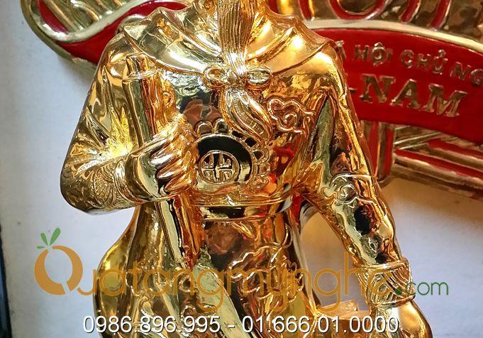 tượng trần hưng đạo đúc đồng mạ vàng trên đồng cao 50cm