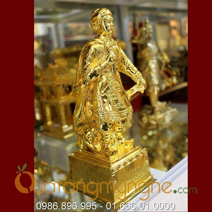 tượng đức thánh trần hưng đạo cầm cuốn thư mạ vàng cao 23cm