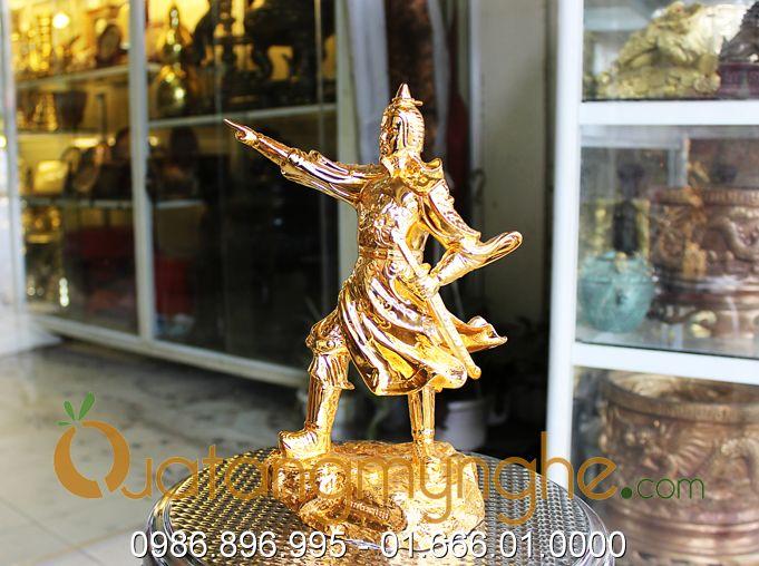 tượng trần hưng đạo chỉ tay mạ vàng 3