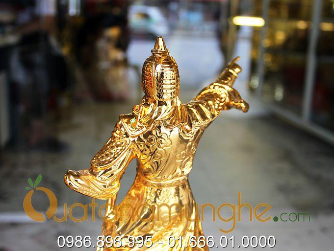 tượng trần hưng đạo chỉ tay mạ vàng 2