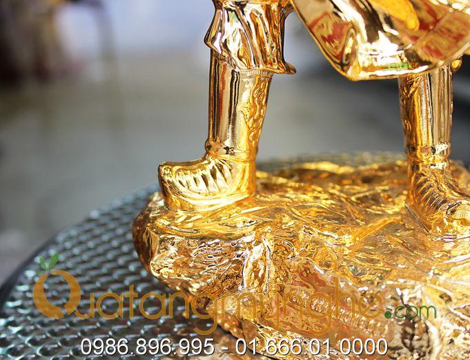 tượng trần hưng đạo chỉ tay mạ vàng 40