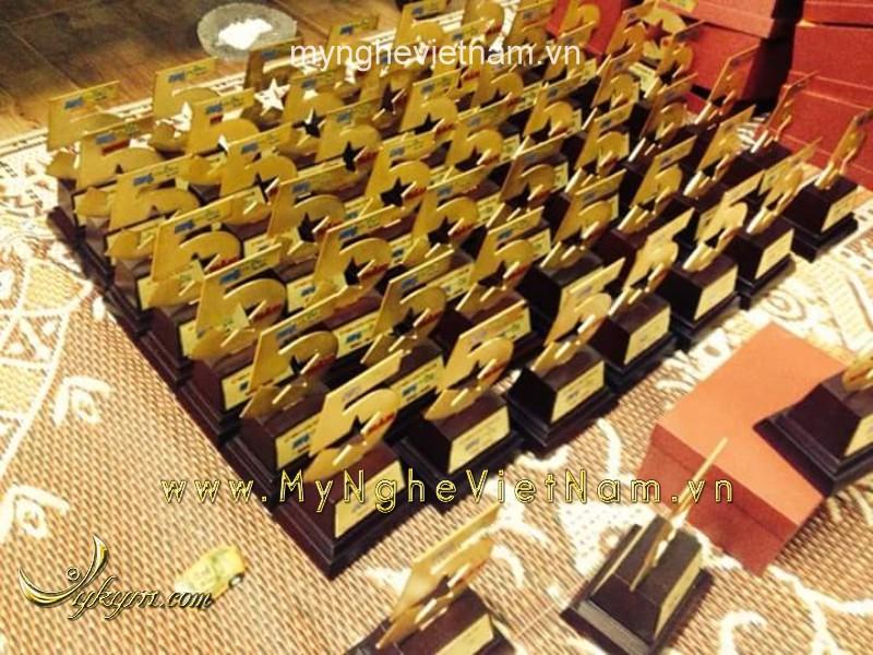 Biểu trưng quà tặng kỷ niệm 5 năm bằng đồng mạ vàng
