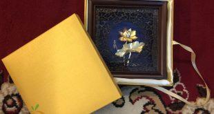 tranh hoa sen dát vàng quà tặng cho đối tác nước ngoài