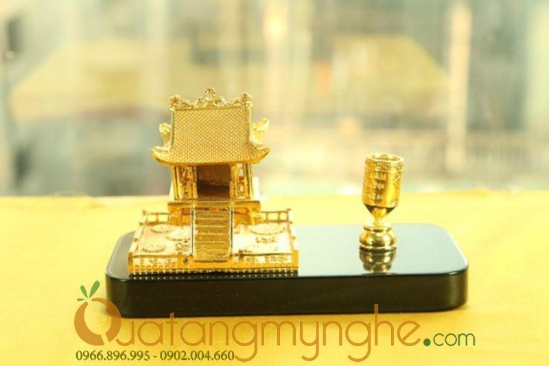 Quà lưu niệm - cắm bút mạ vàng chùa một cột