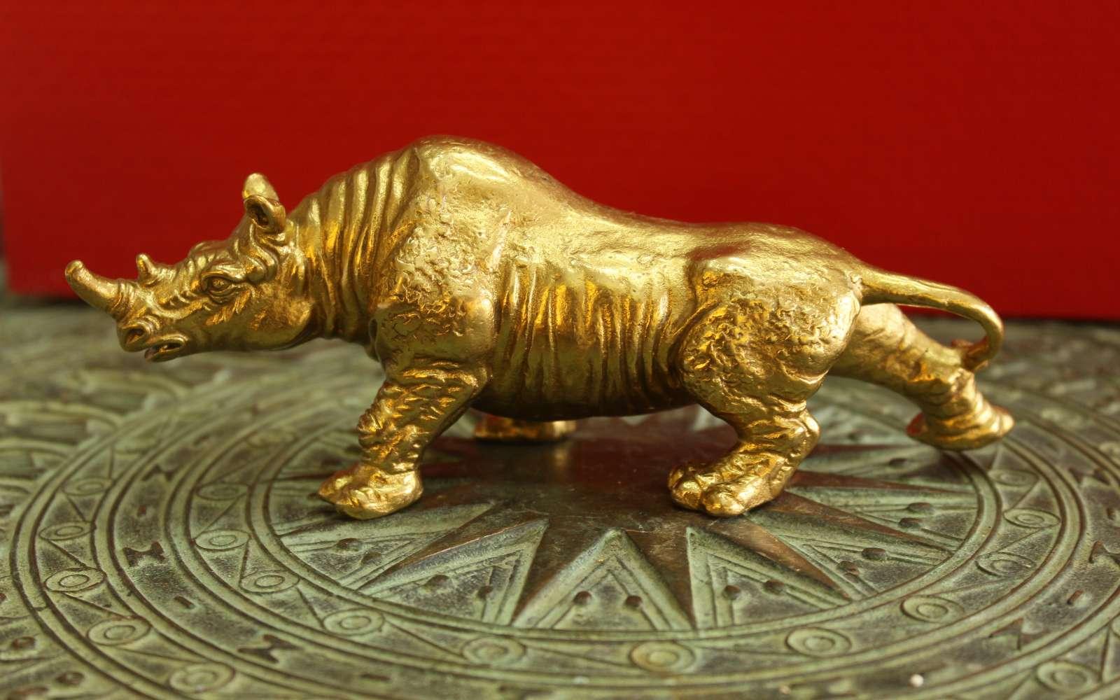 Tượng Tê giác đúc đồng vàng0
